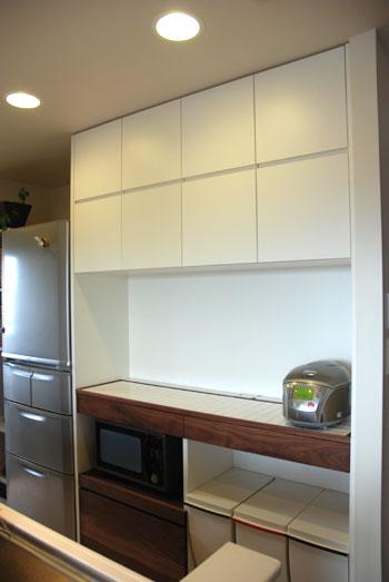 キッチンボードを天井までいっぱいに製作 c5022