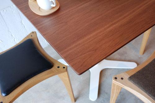 カフェテーブル ウォールナットと白い脚 c3019イメージ-3