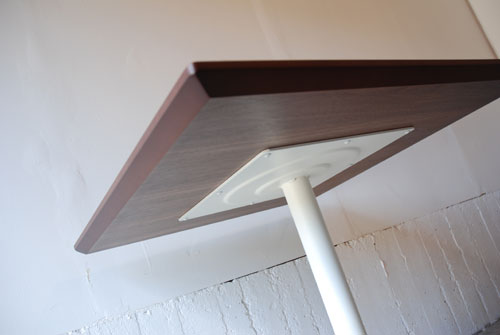 カフェテーブル ウォールナットと白い脚 c3019イメージ-4
