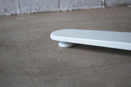 カフェテーブル ウォールナットと白い脚 c3019イメージ-5