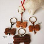 無垢の木の犬用名入れキーホルダー 8006