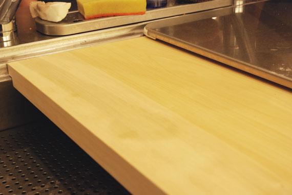 キッチンシンクの段差に合わせたイチョウまな板の製作 c7020