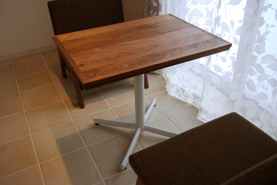 カフェテーブル 無垢ウォールナットとアイアン脚 c3002