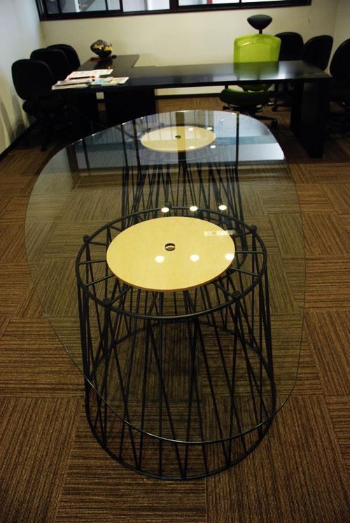 変形ガラスの巨大テーブル アイアン脚 c3034