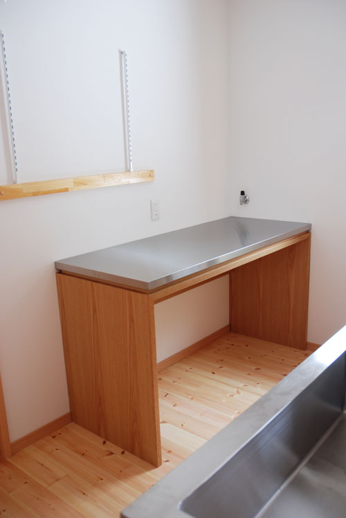 ステンレス天板の作業台 業務用オーブンが置ける c5049
