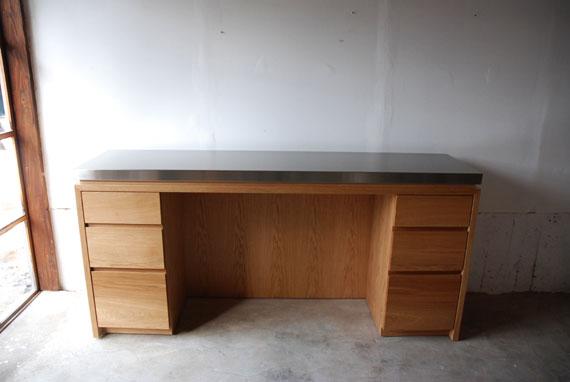 ゴミ箱置き場の広いシンプルなキッチンボード 5031