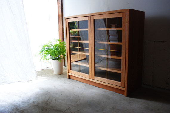 食器棚 チェリーと真鍮の観音開き扉 5024