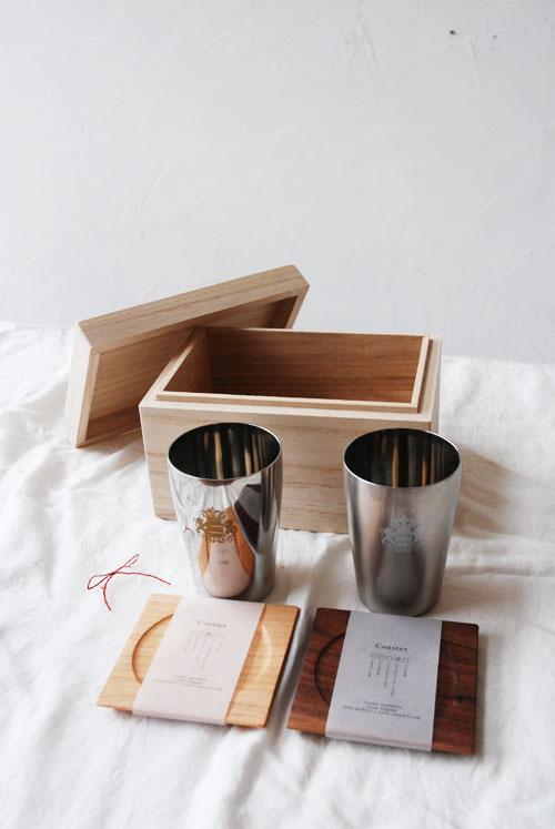 ビアゴブレットペアと木のコースターセット桐箱つき 結婚式引出物に 8022イメージ-1
