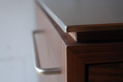 アイランドカウンター・食器棚 ステンレス天板とウォールナット 5045イメージ-2