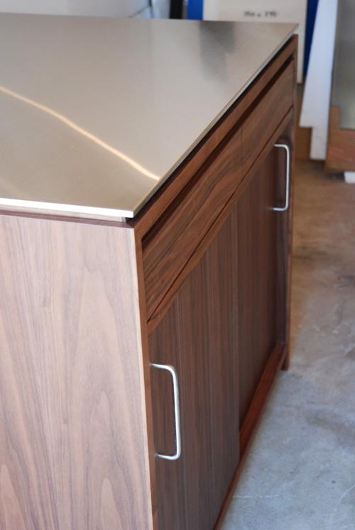 アイランドカウンター・食器棚 ステンレス天板とウォールナット 5045イメージ-7