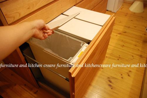 キッチボードの引出しにゴミ箱を収納する方法