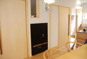 階段下収納にもなるマグネットボード c5025イメージ-4