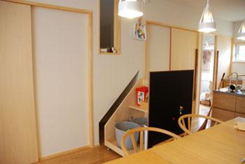 階段下収納にもなるマグネットボード c5025イメージ-6