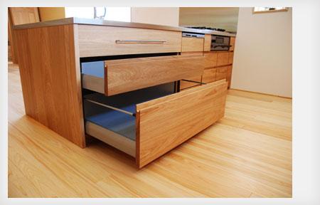 オーダーキッチン リビング収納と一体になった木の家具のような 5025イメージ-8