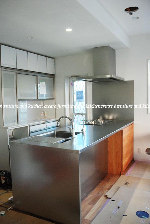 段付きシンクの対面キッチン バイブレーションサンダー仕上のステンレス 654イメージ-1