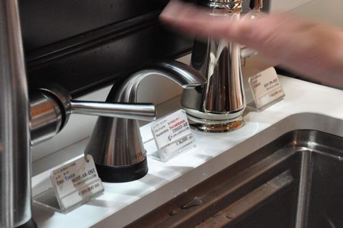 DELTA/デルタ キッチン水栓 ソープディスペンサーの洗剤の出る量を調節する