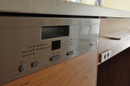 ミーレ25周年モデル食洗機のついたオーダーキッチンとカウンターテーブルを一緒に製作 no.5055イメージ-5