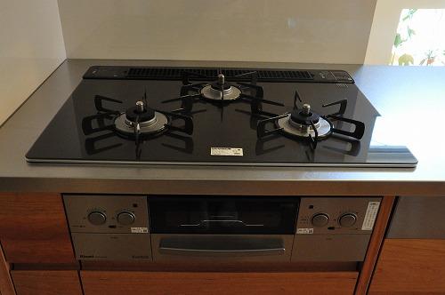 ミーレ25周年モデル食洗機のついたオーダーキッチンとカウンターテーブルを一緒に製作 no.5055イメージ-18