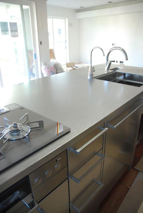 段付きシンクの対面キッチン バイブレーションサンダー仕上のステンレス 654イメージ-7