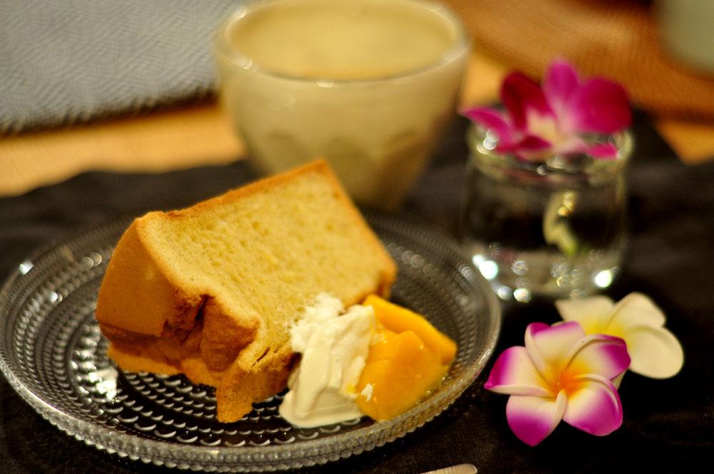 シフォンケーキにはマンゴーとクリームを添えて タイ料理教室