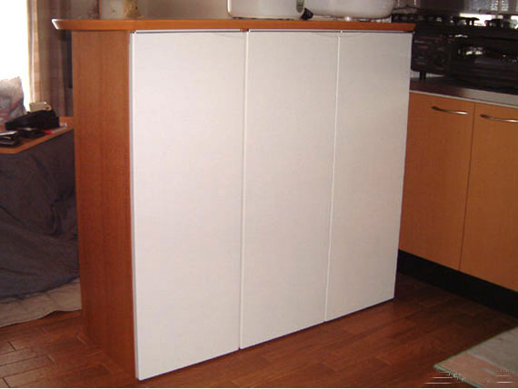 白い扉のキッチンカウンター c5009