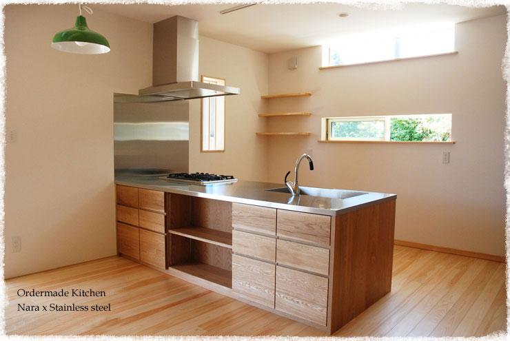 オーダーキッチン リビング収納と一体になった木の家具のような 5025