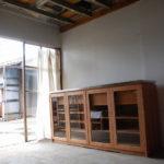 キッチンボード 隠す収納のついたガラス扉のチェリー 640