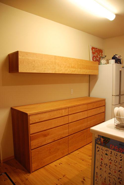 キッチンボードと吊戸棚をチェリー材で 炊飯器収納とゴミ箱収納 682