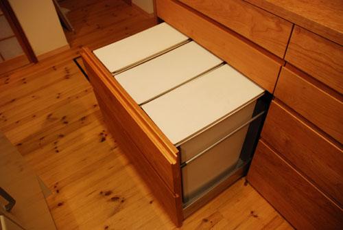 キッチンボードと吊戸棚をチェリー材で 炊飯器収納とゴミ箱収納 682イメージ-1