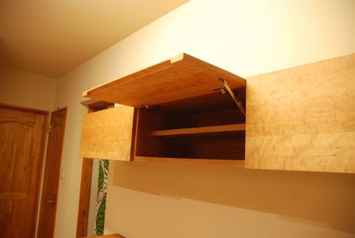キッチンボードと吊戸棚をチェリー材で 炊飯器収納とゴミ箱収納 682イメージ-6