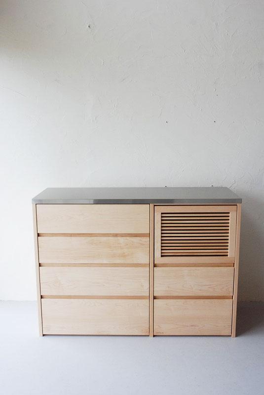 炊飯器も隠せるメープルのマンションキッチン食器棚 761