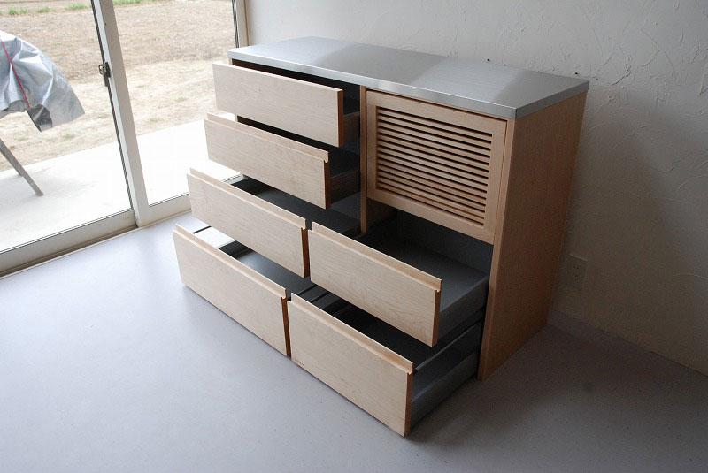炊飯器も隠せるメープルのマンションキッチン食器棚 761イメージ-4