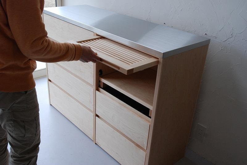 炊飯器も隠せるメープルのマンションキッチン食器棚 761イメージ-9