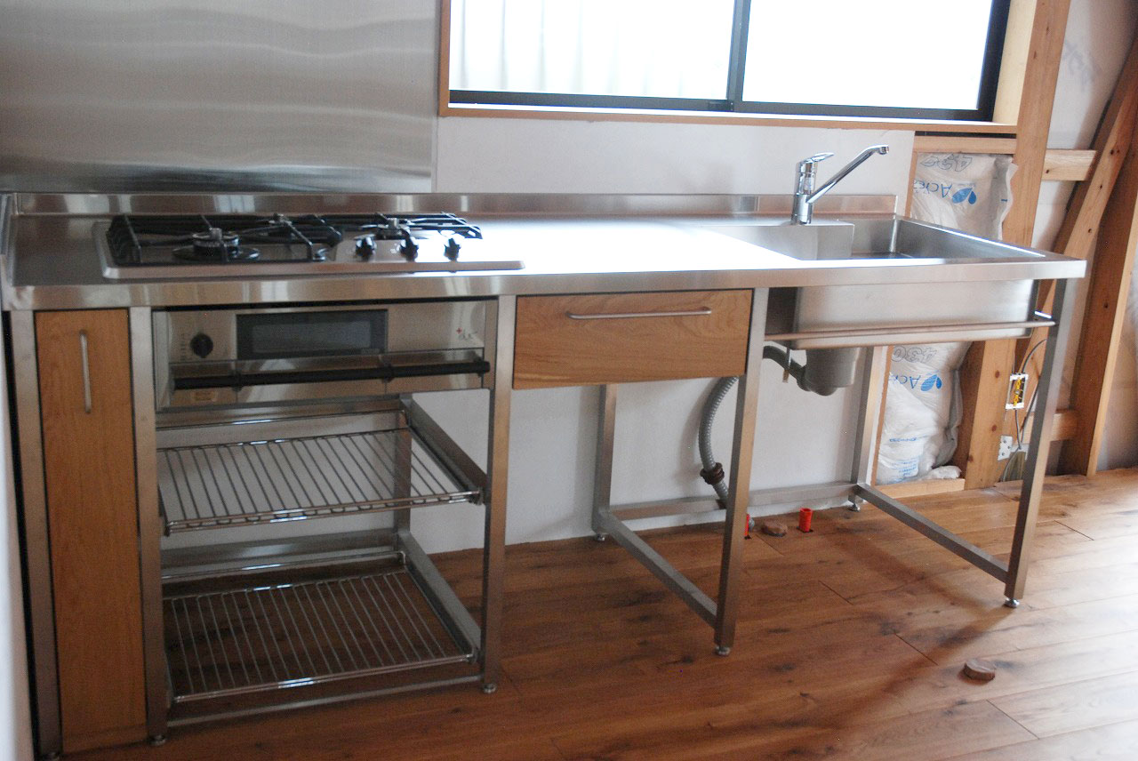 フレームキッチンにワイヤーラックと引出しを最低限。シンプルに。723