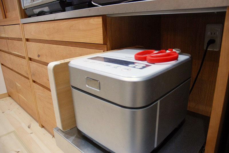 カップボード ハイタイプで引き戸 たっぷり食器収納 755イメージ-2