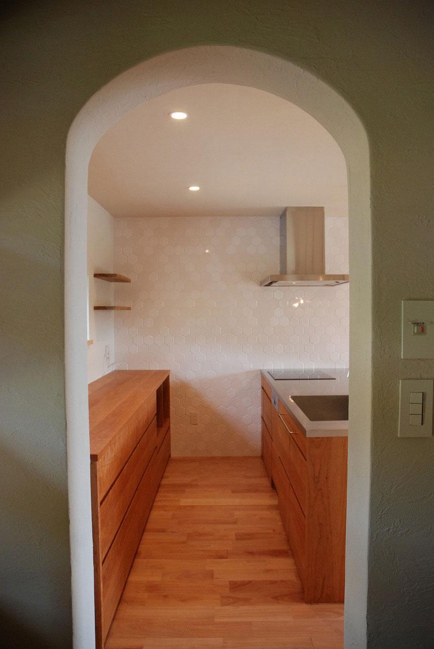 オーダーキッチン チェリーの無垢天板キッチン収納カウンター 740イメージ-1