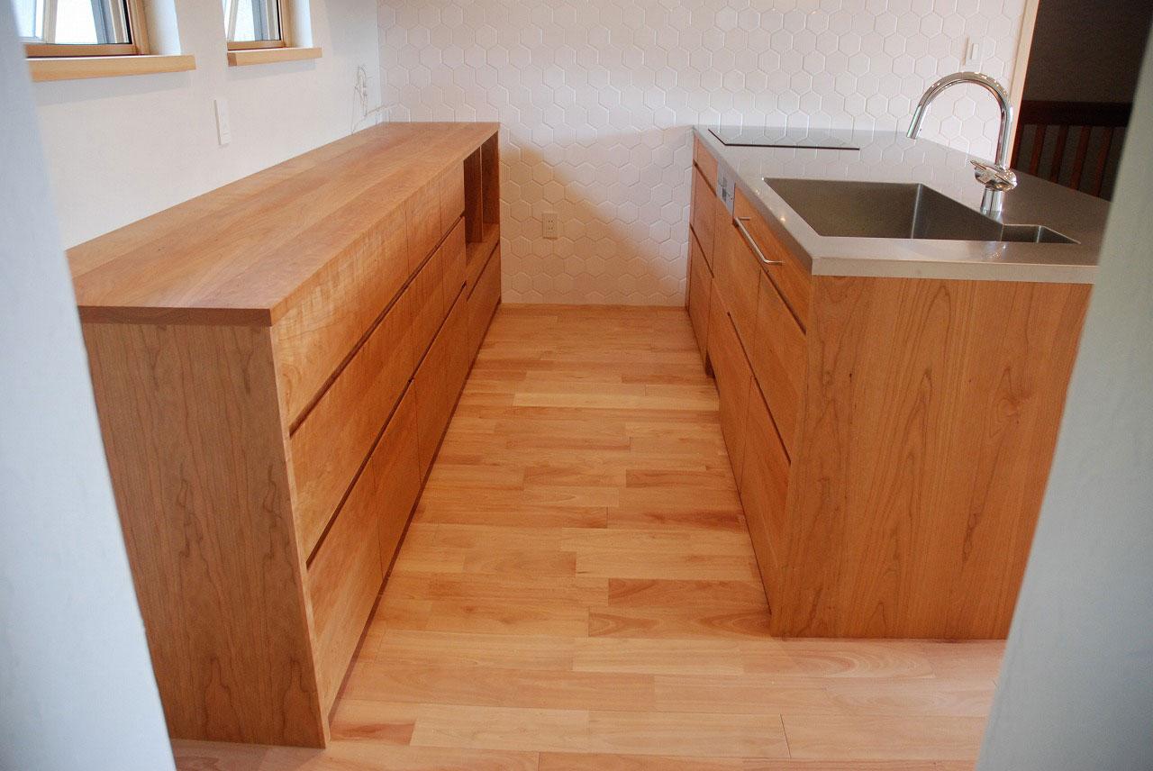 オーダーキッチン チェリーの無垢天板キッチン収納カウンター 740イメージ-2