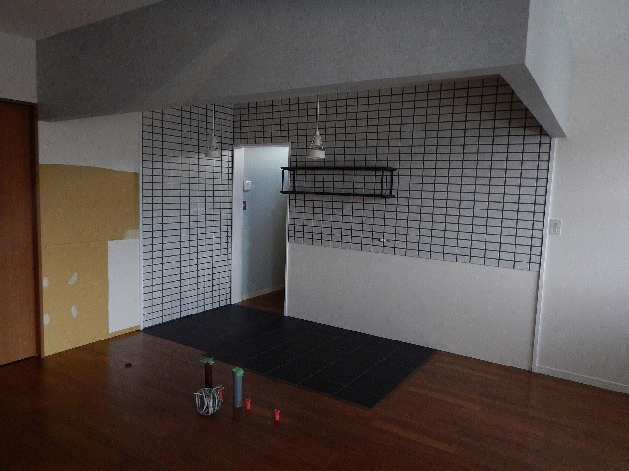 ステンレスオーダーキッチン リビング側カウンター下収納をブラックチェリーで 686イメージ-4