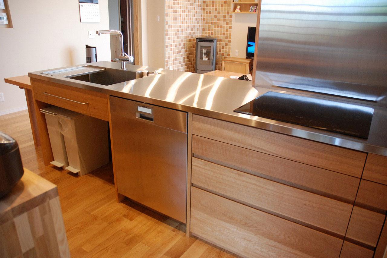 オーダーキッチン ガゲナウ食洗機とAEGのIHクッキングヒーター 730