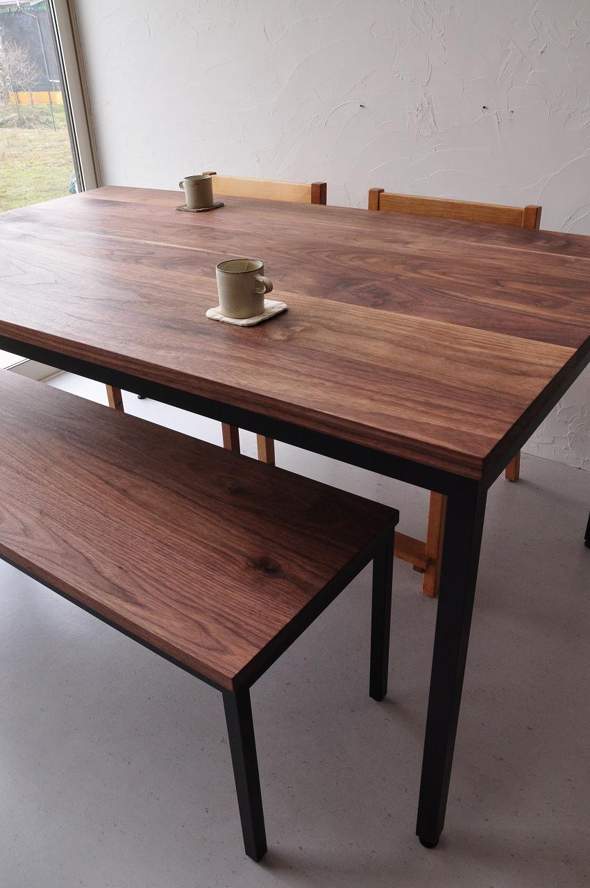 アイアン黒脚のダイニングテーブルセットをベンチで 3038イメージ-1