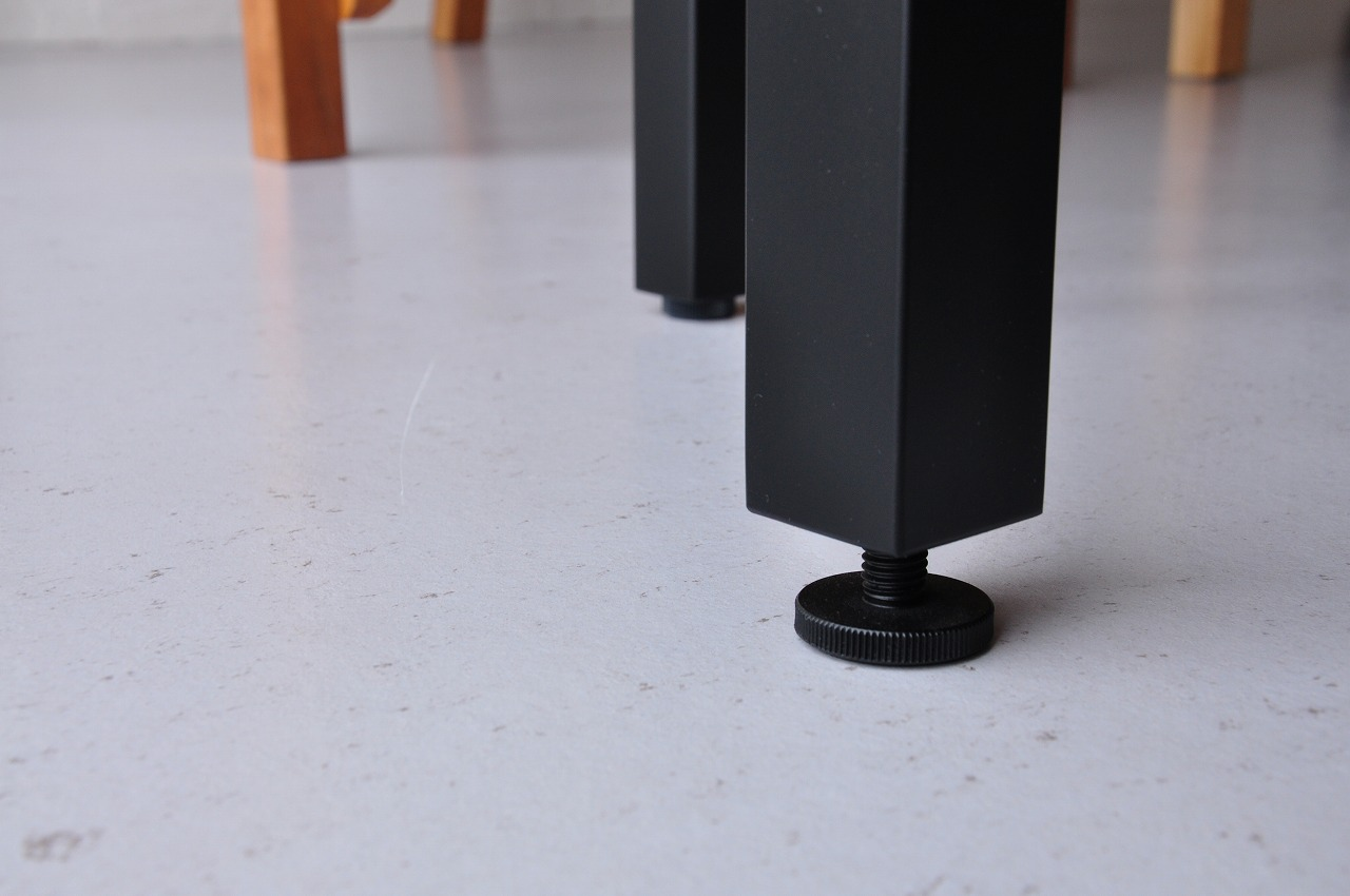 アイアン黒脚のダイニングテーブルセットをベンチで 3038イメージ-4