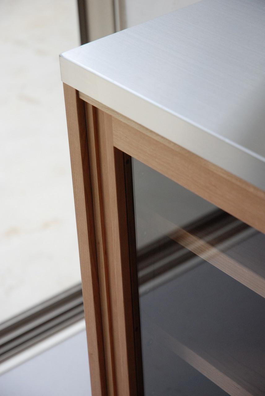 ガラス戸棚のオーダー 真鍮とレンジ台と一緒に 743イメージ-1