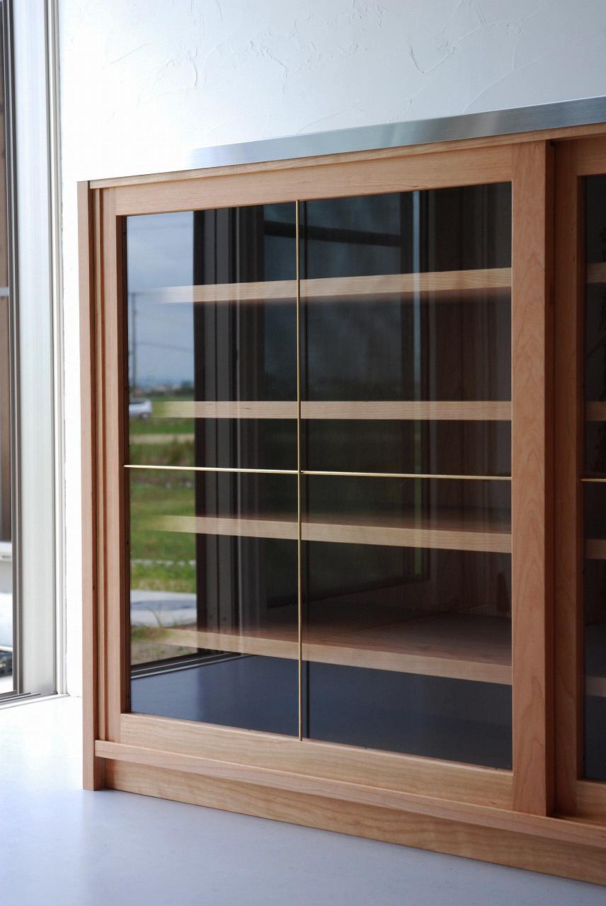 ガラス戸棚のオーダー 真鍮とレンジ台と一緒に 743イメージ-2