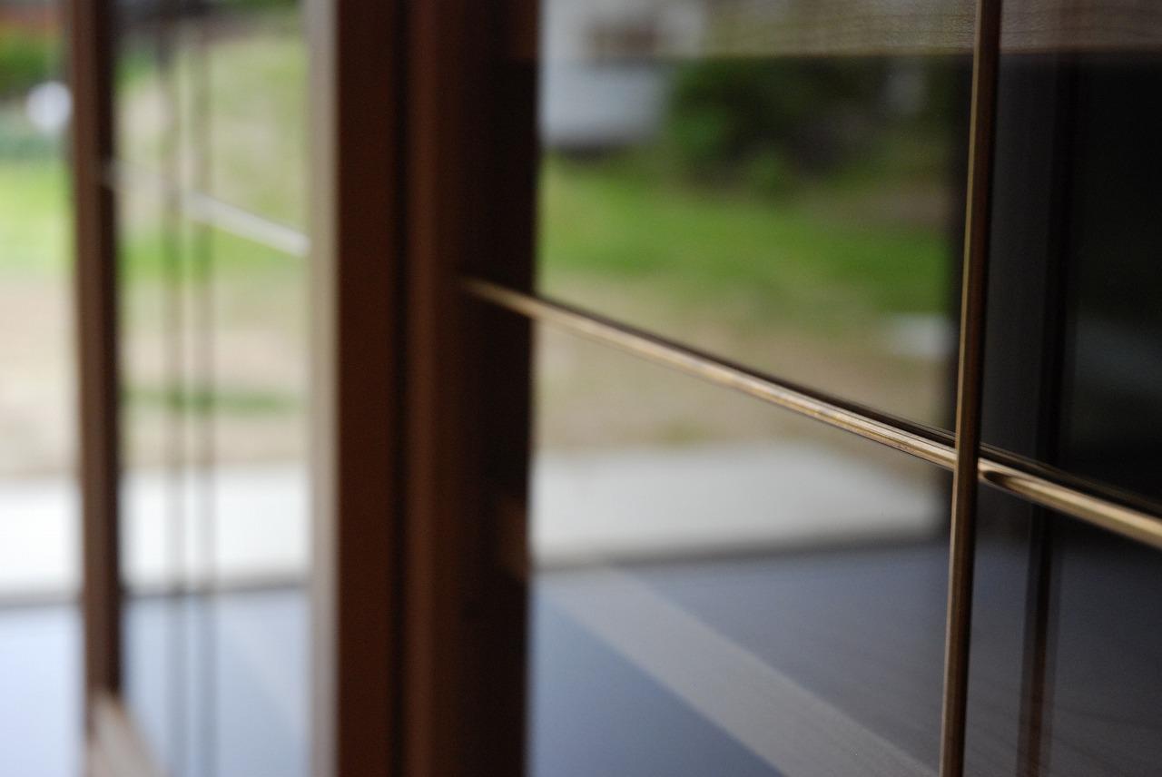 ガラス戸棚のオーダー 真鍮とレンジ台と一緒に 743イメージ-3