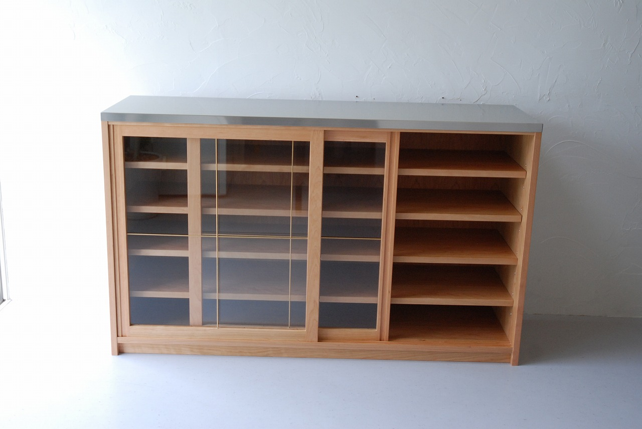 ガラス戸棚のオーダー 真鍮とレンジ台と一緒に 743イメージ-4