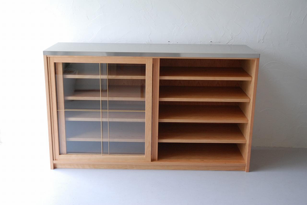 ガラス戸棚のオーダー 真鍮とレンジ台と一緒に 743イメージ-5