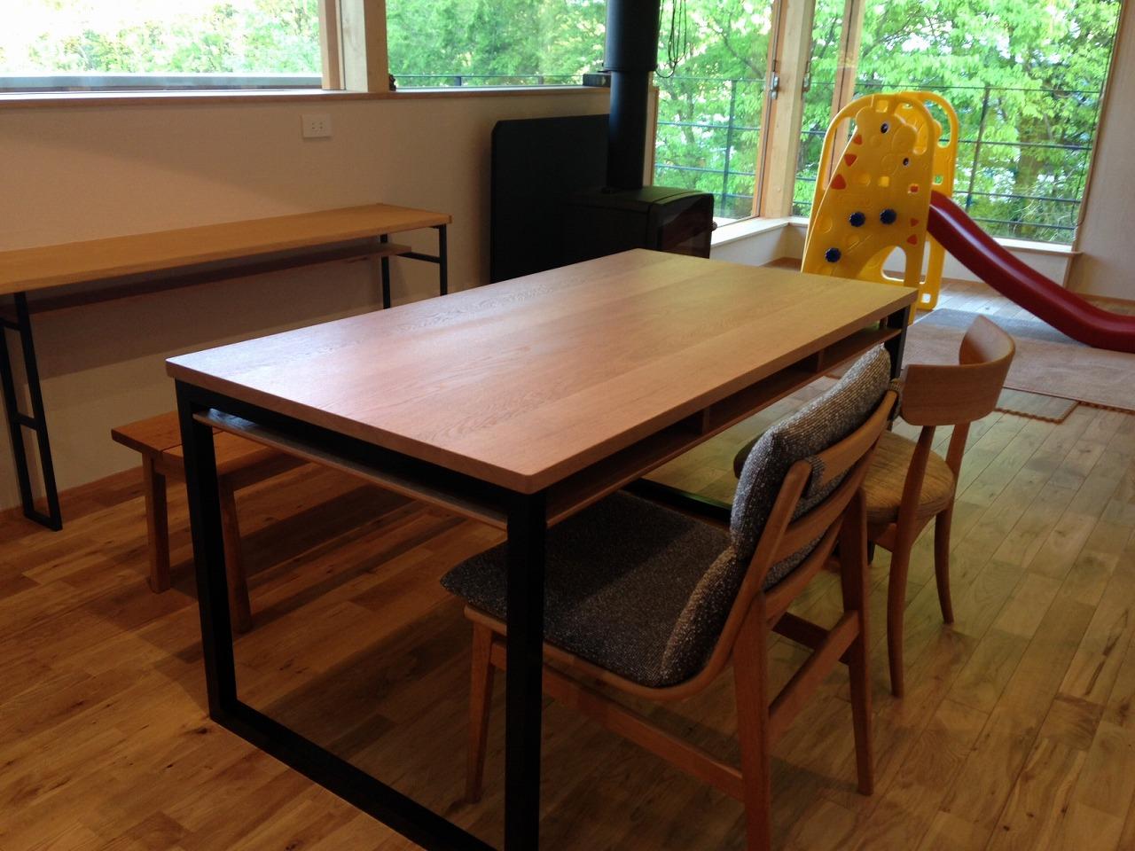 テーブル天板の角を丸くした棚付きダイニングテーブル 3039