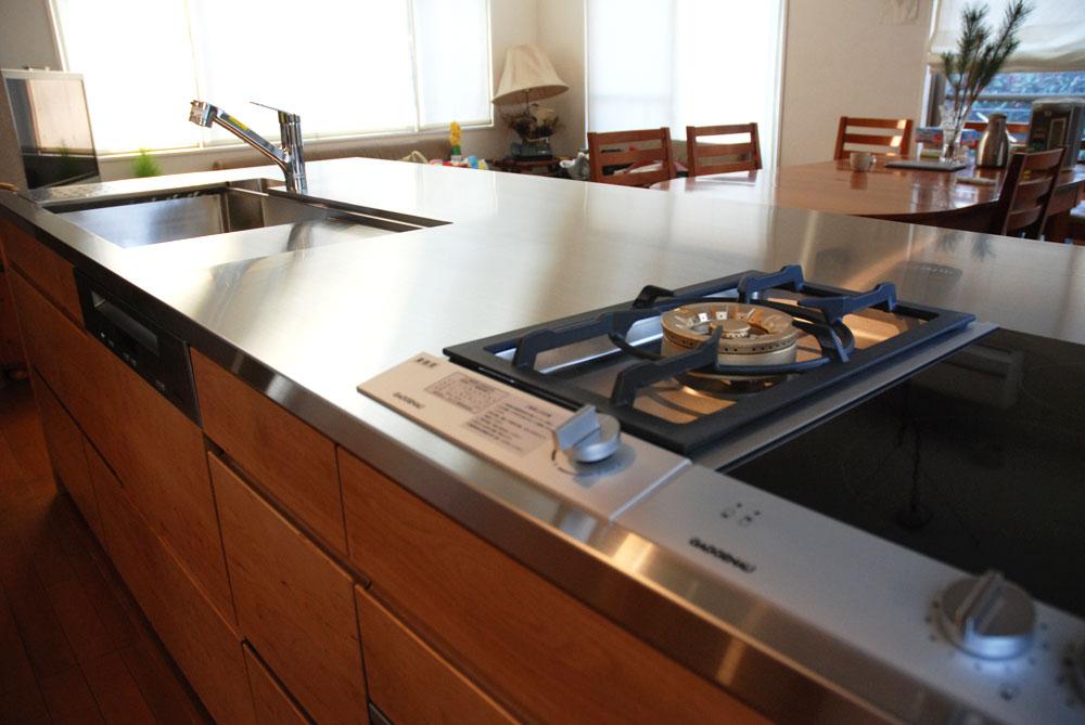 ガゲナウのIHとガスコンロの両方とミーレの電子レンジオーブンのあるキッチンリフォーム no.5062