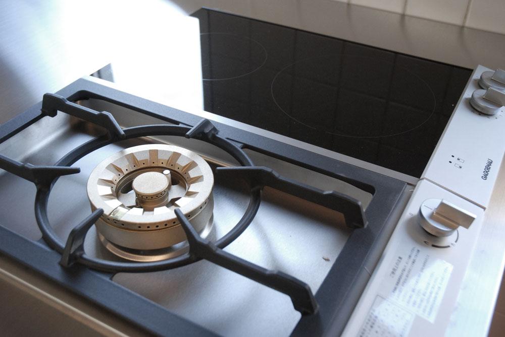ガゲナウのIHとガスコンロの両方とミーレの電子レンジオーブンのあるキッチンリフォーム no.5062イメージ-3