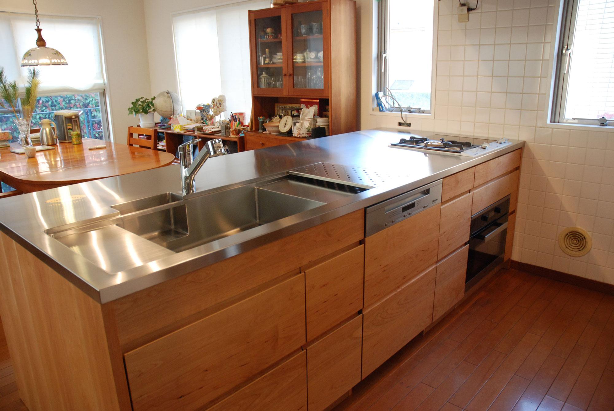 ガゲナウのIHとガスコンロの両方とミーレの電子レンジオーブンのあるキッチンリフォーム no.5062イメージ-1